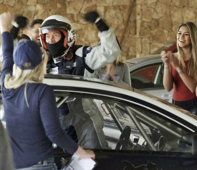 Piloto vibra depois de ultrapassar Giba e vencer a competição (Foto: TV Globo)