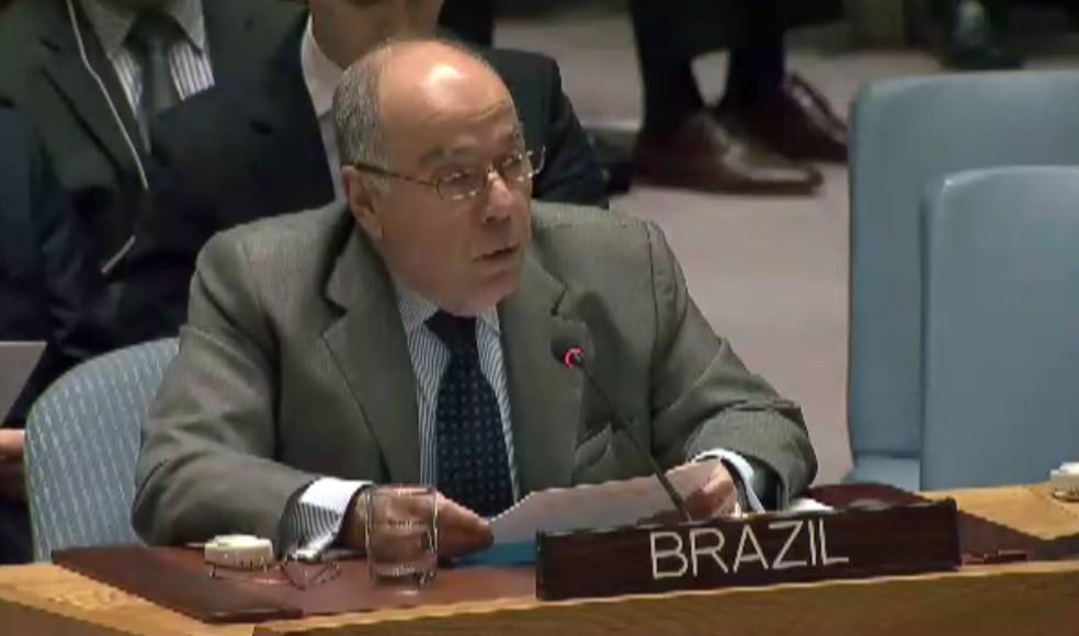 O embaixador do Brasil na ONU, Mauro Vieira, anuncia a posição favorável à resolução que encerra a Minustah (Foto: Reprodução/UN TV)