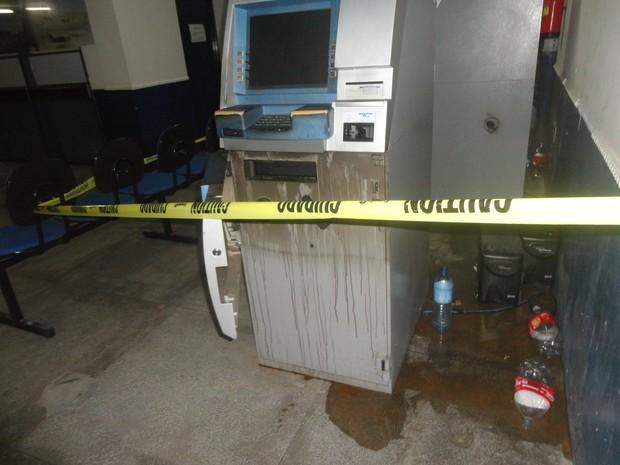 Caixa eletr�nica em Parna�ba foi arrombamento  (Foto: Francisco Brand�o/ Proparnaiba)