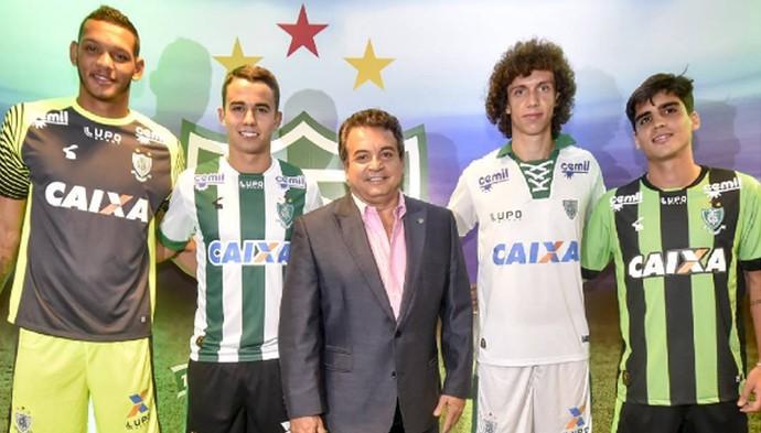 Presidente Alencar com o goleiro Glauco, o volante Zé Ricardo, o zagueiro Roger e o volante Gustavo Blanco.  (Foto: Divulgação / AFC)