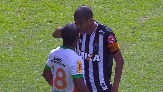 Leonardo Silva e Borges discutiram após o jogo entre Atlético-MG e América-MG (Foto: Reprodução/Premiere)