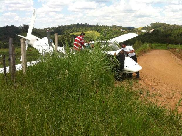Avião de pequeno porte caiu em Jundiaí (Foto: William Galvão/TEM Você)