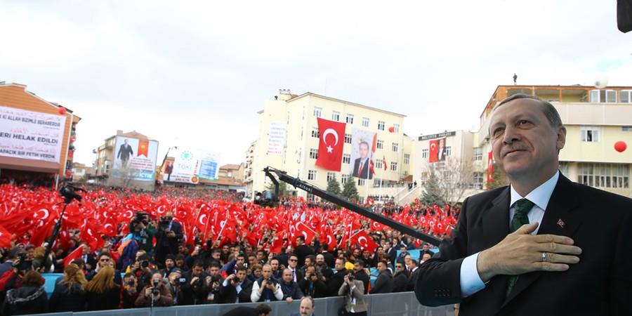 O presidente da Turquia Tayyip Erdogan fala a apoiadores (Foto: Kayhan Ozer/Anadolu Agency/Getty Images)