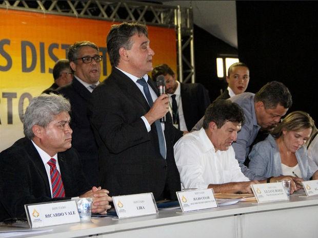 Deputado distrital Chico Leite (PT) em sessão do projeto Câmara em Movimento, em Planaltina (Foto: Chico Leite/Divulgação)