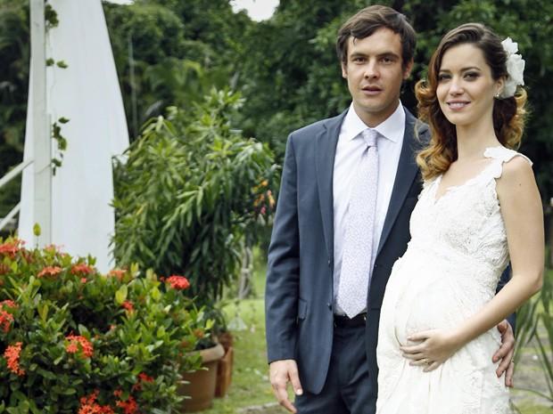 Nathalia Dill posa ao lado de Sergio Guizé, seu par na trama (Foto: Raphael Dias/Gshow)