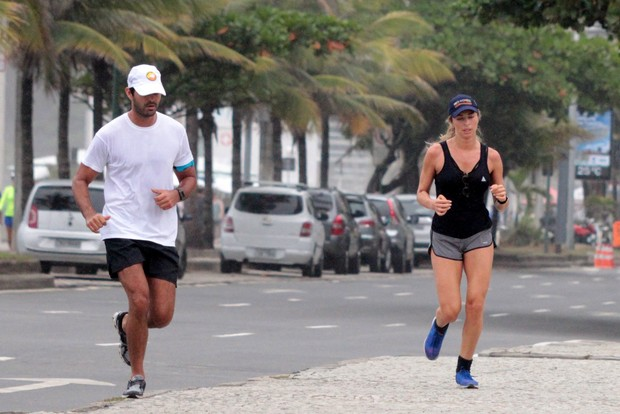 Grazi Massafera com o namorado Patrick Bulus (Foto: AgNews)