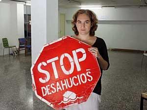 Ada Colau, ativista do direito à moradia, critica que a legislação ampare as entidades bancárias, mas não os cidadãos que perdem o emprego e não podem pagar empréstimos. (Foto: BBC)