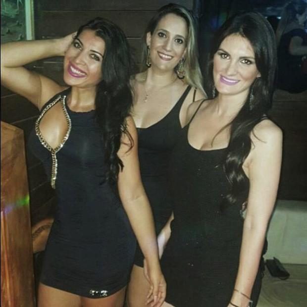 Priscila Pires com as amigas (Foto: Reprodução/Instagram)
