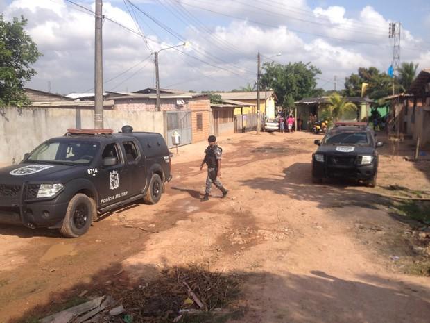 Rua de acesso à área de periferia onde ocorreu o tiroteio em Macapá (Foto: John Pacheco/G1)