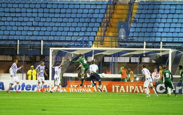 Avaí x Luverdense gol do Braga na falha de Wagner (Foto: Jamira Furlani/Avaí FC)