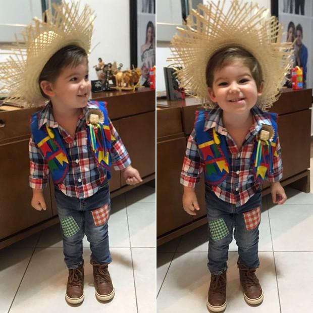 O aniversariante Davi Cadorini usou trajes caipiras com direito a chapéu de palha e camisa xadrez (Foto: Arquivo pessoal)