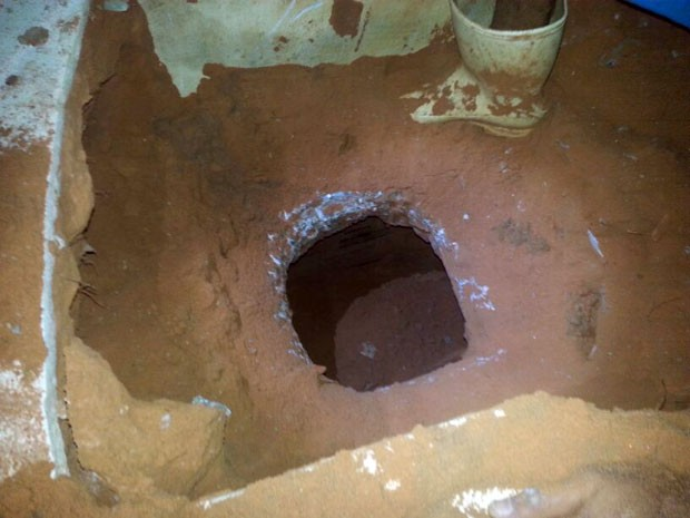 Túnel em presídio de Natal foi descoberto nesta quarta (2) (Foto: Ivo Freire/Sejuc)