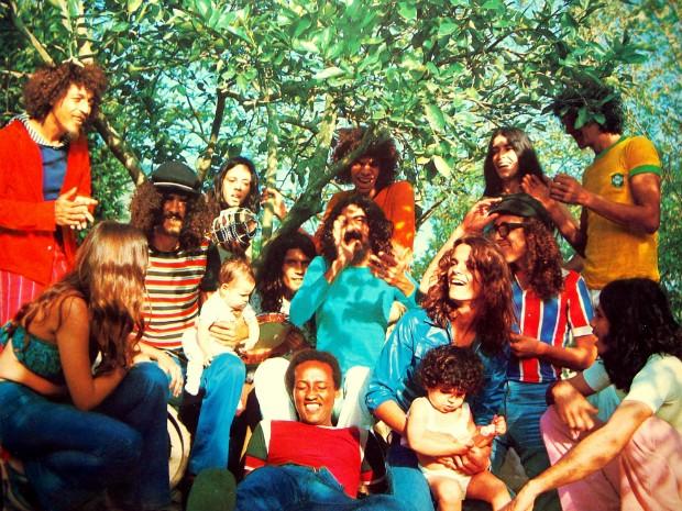 Foto clássica dos Novos Baianos que estampou a capa do álbum  Acabou  Chorare  ( a14566c0ec