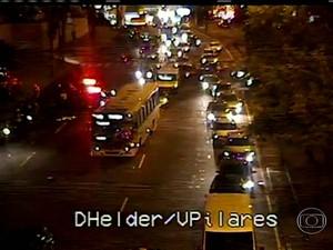 Atropelamento causou tráfego intenso no Subúrbio do Rio (Foto: Reprodução / TV Globo)