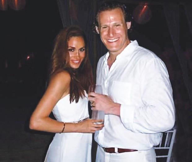 Meghan Markle e produtor Trevor Engelson em cerimônia de casamento deles, em 2011 (Foto: Grosby Group)