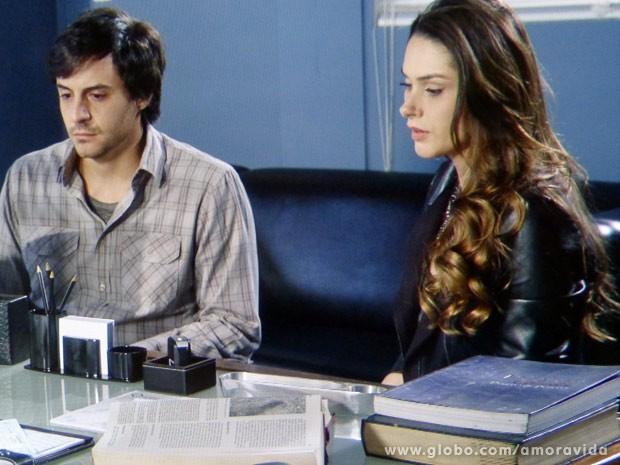 Leila está preocupada com as visões de Thales (Foto: Amor à Vida / TV Globo)