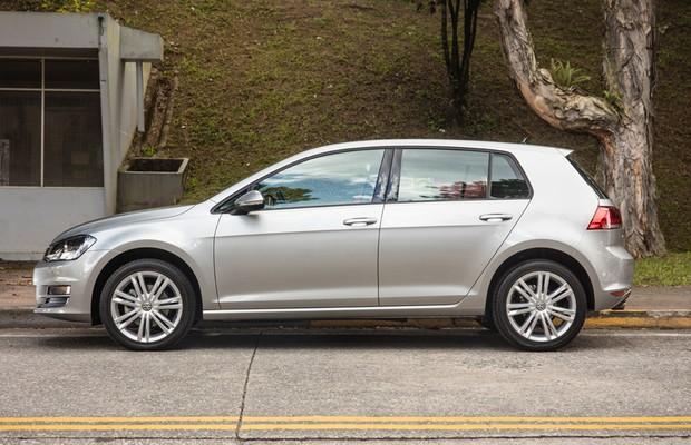 Lateral do Volkswagen Golf 1.6 nacional (Foto: Marcos Camargo / Autoesporte)