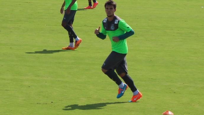 Rodrigo - volante Goiás (Foto: Fernando Vasconcelos / Globoesporte.com)