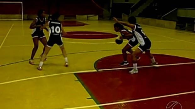 Time de basquete feminino de Uberaba (Foto: TV Integração/Reprodução)