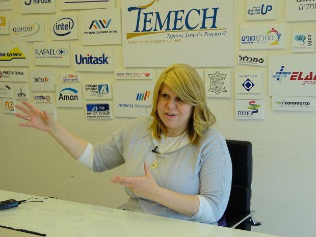 Shaindy Babad é CEO da Temech, um hub em Jerusalém para mulheres religiosas (Foto: THE GIRLS ON THE ROAD)