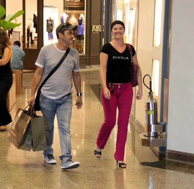 Luma de Oliveira passeia em shopping do Rio (Foto: Marcus Pavão / AgNews)