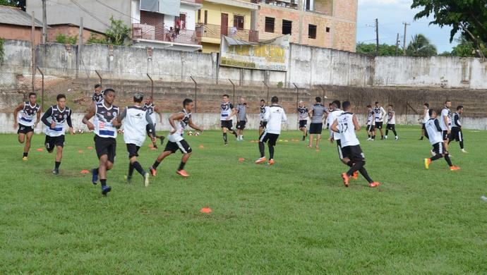 São Raimundo treinou no campo do Panterão nesta segunda-feira (11) em Santarém (Foto: Adonias Silva/GloboEsporte.com)