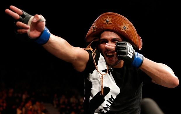 Renée Forte comemora vitória sobre Terry Etim no UFC (Foto: Divulgação/UFC)