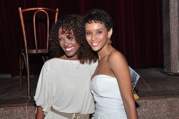 Taís Araújo e Isabel Fillardis após estreia de peça no Rio (Foto: Roberto Teixeira/ EGO)