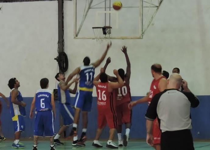 No basquete masculino, Panorama e Parapuã se enfrentaram no 5º dia de Jogos (Foto: João Paulo Tilio / Globoesporte.com)