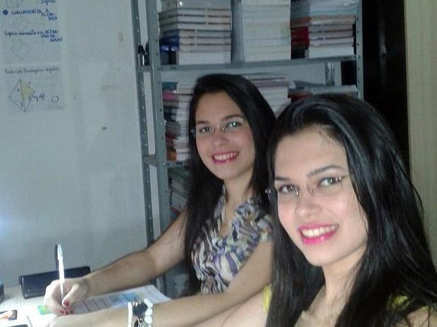 Irmãs estudavam juntas em casa e durante tempo livre na escola (Foto: Josineide Alves/Arquivo Pessoal)