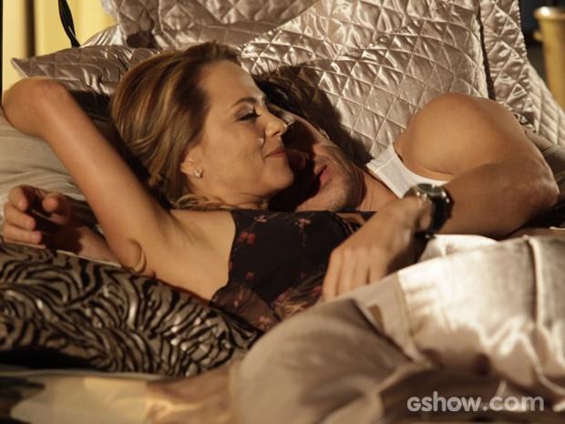 Shirley e Laerte dormem juntos (Foto: Pedro Curi/TV Globo)