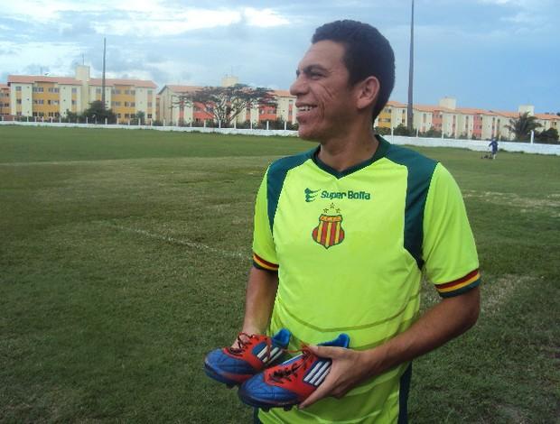 André Beleza chegou, treinou e já fará sua primeira partida pelo Sampaio (Foto: Afonso Diniz/Globoesporte.com)