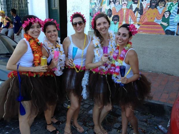 Amigas paulistas planejavam o carnaval em Olinda desde agosto e só trouxeram fantasias na mala (Foto: Lorena Andrade / G1)