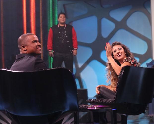 Alexandre Pires e Paula Fernandes no palco do Domingão do Faustão (Foto: Isabella Pinheiro/ Gshow)