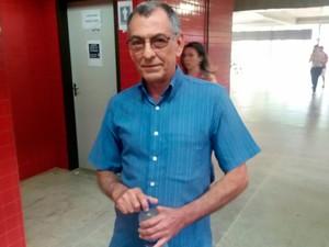 Domingo (9), Salvador - Aos 69 anos, o contador João Carlos faz Enem pela primeira vez (Foto: Alan Tiago/G1)