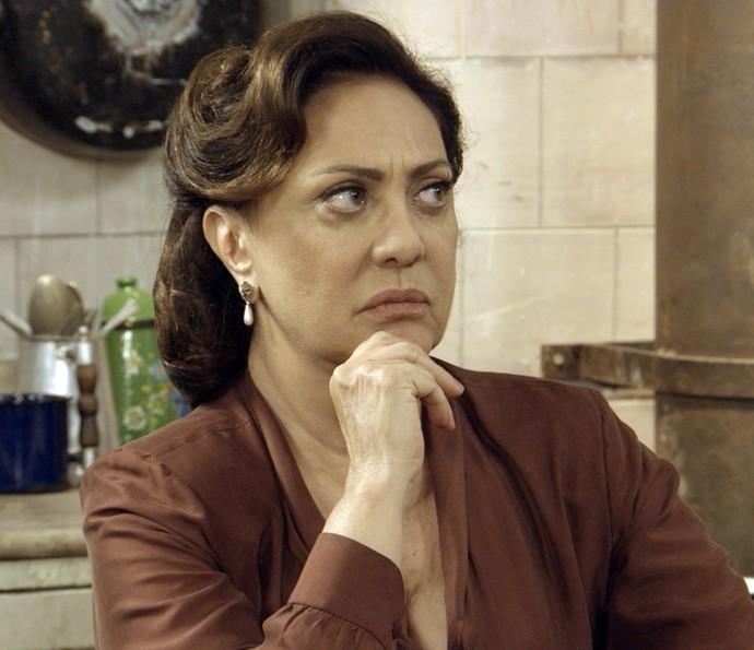 Anastácia fica surpresa com a novidade (Foto: TV Globo)