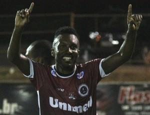 Atacante Acerola fechou o placar na vitória da Tiva sobre o Atlético-ES (Foto: Henrique Montovanelli/Desportiva Ferroviária)