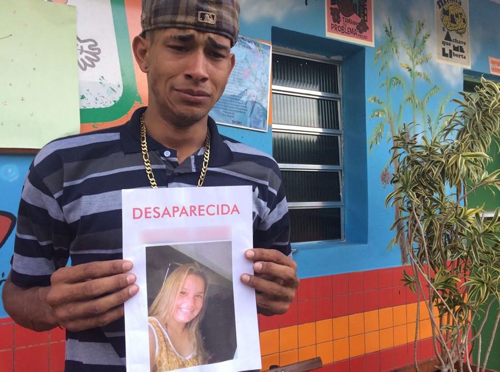 Johny procura a mulher Giovana na Cracolândia (Foto: Paula Paiva Paulo/G1)