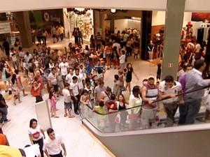 Shoppings têm horário de atendimento especial no fim do ano. (Foto: Reprodução/TV Gazeta)