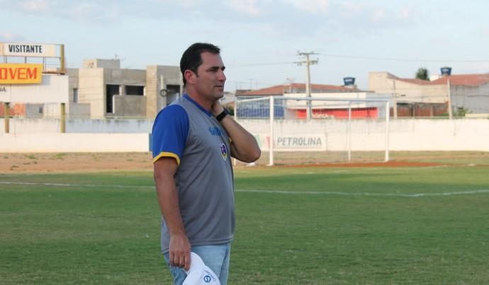 Técnico do Araripina, Williams Rodrigues (Foto: Magda Lomeu)