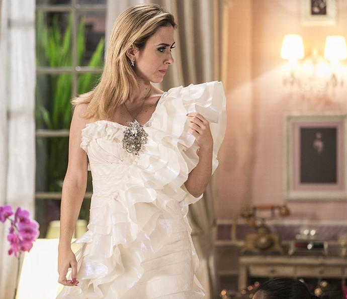Fedora diz que vestido é muito simples (Foto: Inacio Moraes/Gshow)