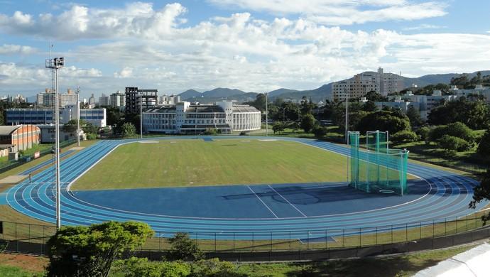 ministro george hilton reitora ufsc pista atletismo  (Foto: Jair Quint / Divulgação Agecom/DGC/UFSC)