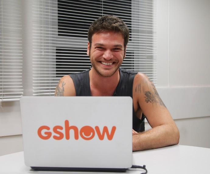 Emílio Dantas comanda as contas do Gshow nas redes sociais (Foto: Artur Meninea)