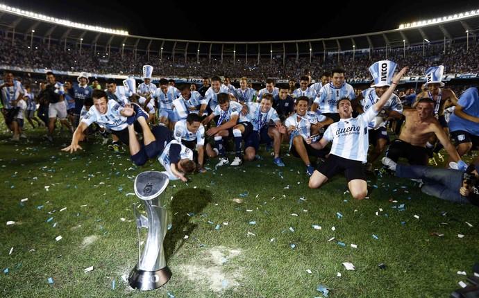 Jogadores do Racing celebram título argentino (Foto: Reuters)