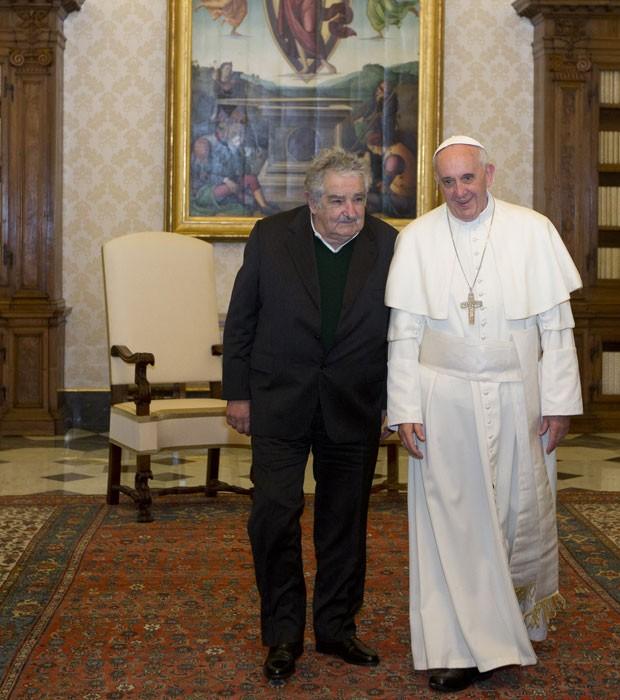 O presidente do Uruguai, José Mujica, é recebido pelo Papa Francisco no Vaticano neste sábado (1º)  (Foto: Alessandra Tarantino/AFP)