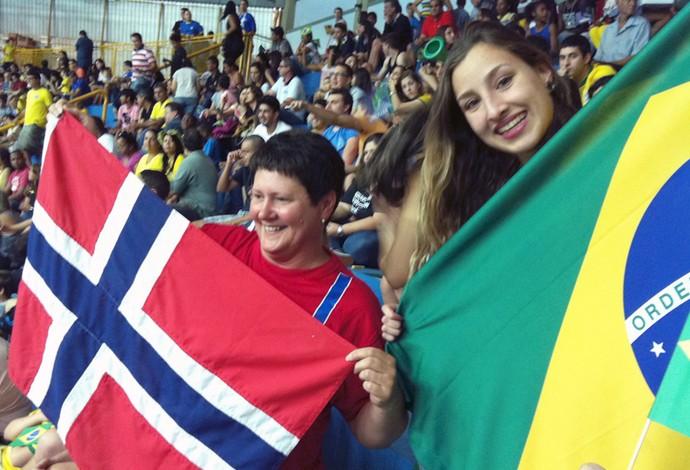 torcida Noruega Brasil Mundial Júnior de Handebol Torbjoern Bergerud (Foto: Alex Rocha)