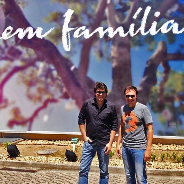 Marco e Mário visitam estúdios de 'Em Família' (Foto: Divulgação)