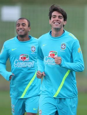 Kaká e Lucas no treino da Seleção (Foto: Mowa Press)