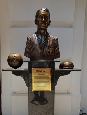 Oscar Cox Fluminense busto (Foto: Hector Werlang / GloboEsporte.com)