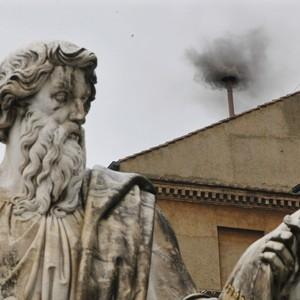 Fumaça preta: votações pela  manhã terminam sem eleger Papa (Dmitry Lovetsky/AP)